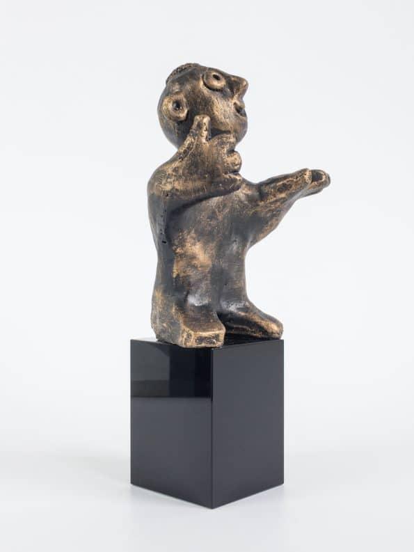 DEN DUKTIGA – brons patinerad