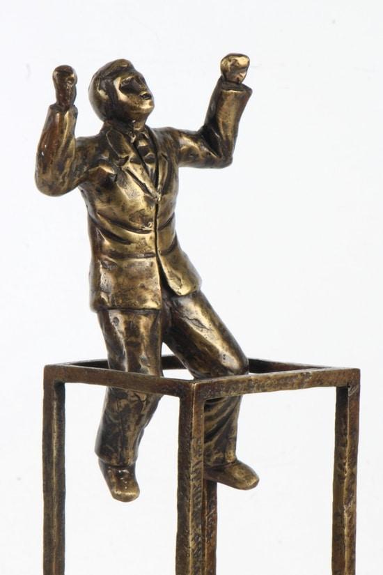 TÄNKA UTANFÖR RAMARNA – äkta brons