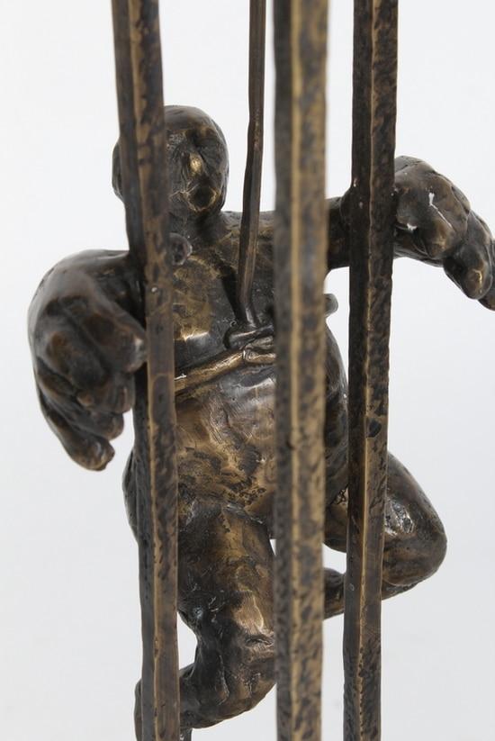 VID GEMENSAM HJÄLP – äkta brons